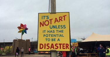 Dismaland: загадочная временная инсталляция от знаменитого уличного художника-провокатора Бэнкси