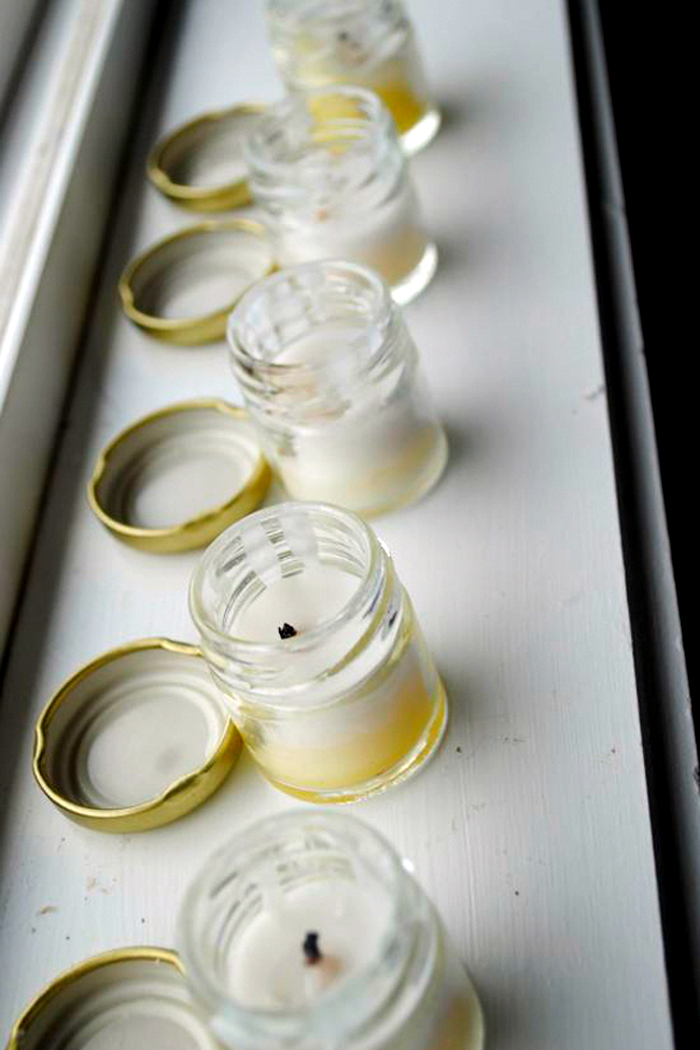 Баночки выполненные в виде свечки на подоконнике