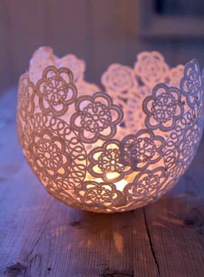 Декоративная свеча выполненная в виде вазы