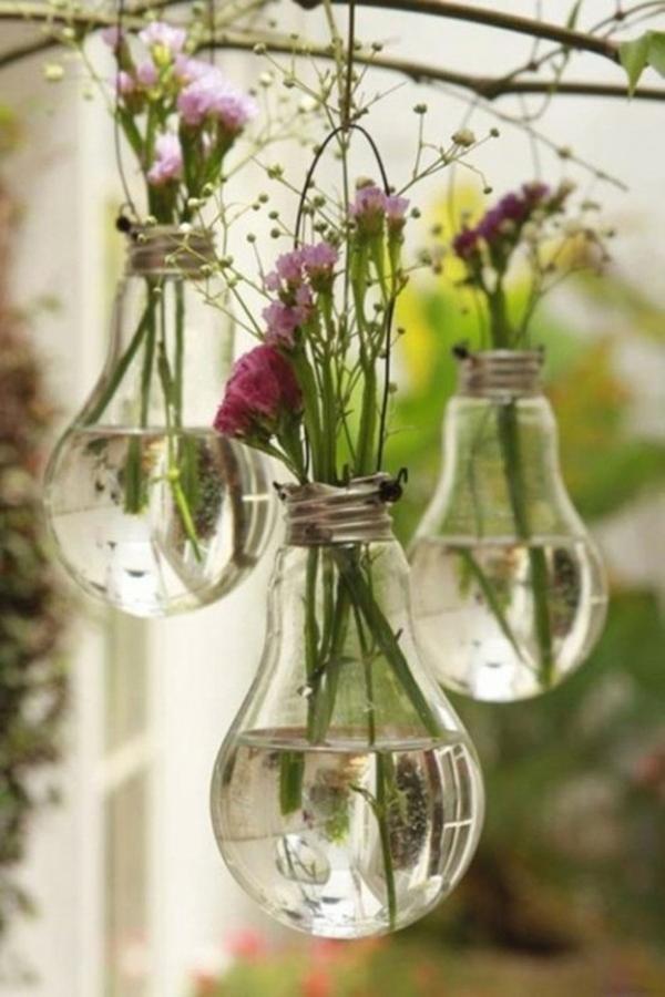 Современная и модная ваза для цветов