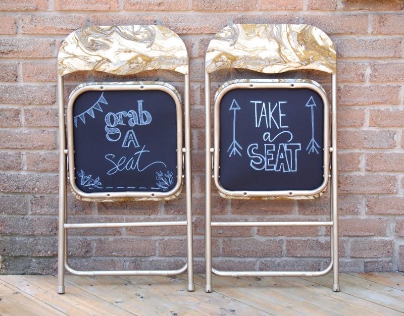 Школьная доска на стуле
