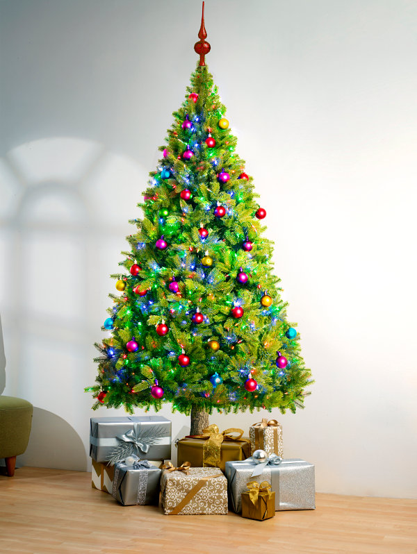 Подарки у новогодней ёлки