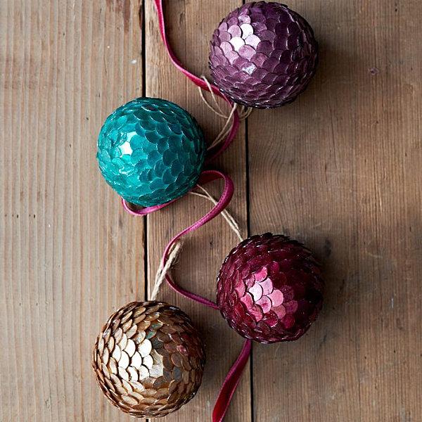 Ёлочные украшения: разноцветные шарики