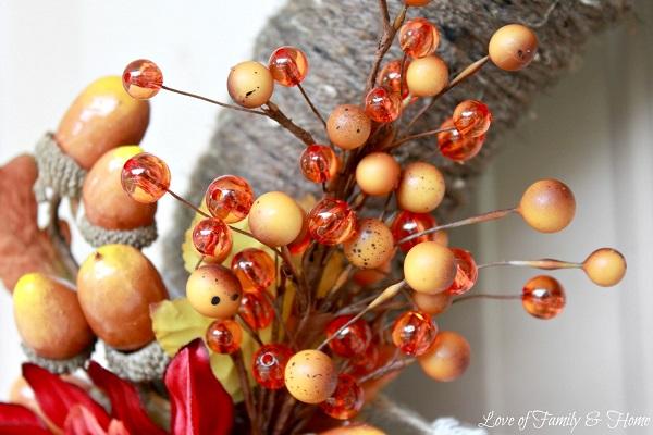 Искуственные жёлуди и ягоды