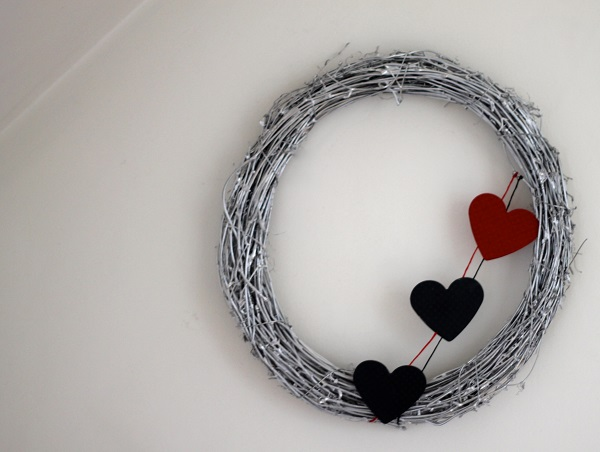 Серебряный венок с сердцами