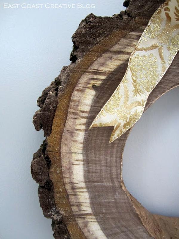 Венок из коры дерева с бантом