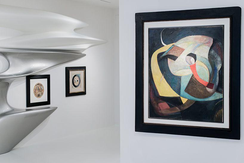 Дизайн выставочного зала: картина Курта Швайтера