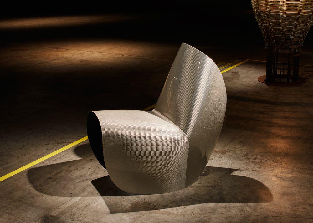 Дизайн выставочного зала: стул Зхаи Хадид