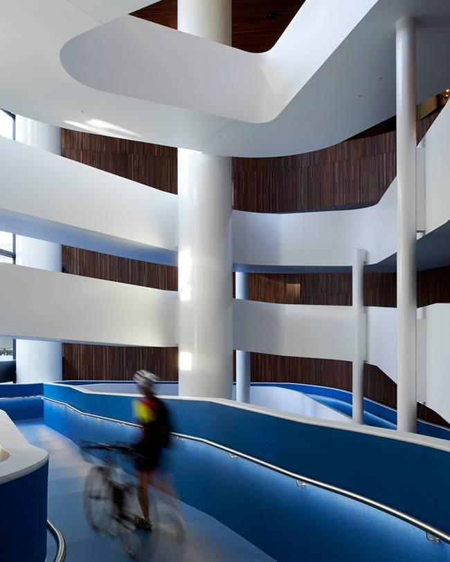 Дизайн большой лестницы - удивительная конструкция