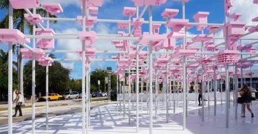 Дизайн экстерьера павильона в розовом цвете от команды студентов