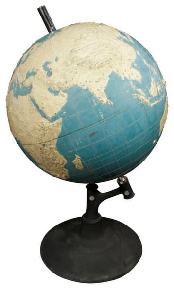 Красивый настольный глобус
