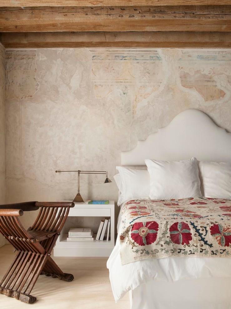 Восстановленная фреска в интерьере спальни