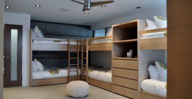 Дизайн интерьера большой спальни в сдержанной гамме