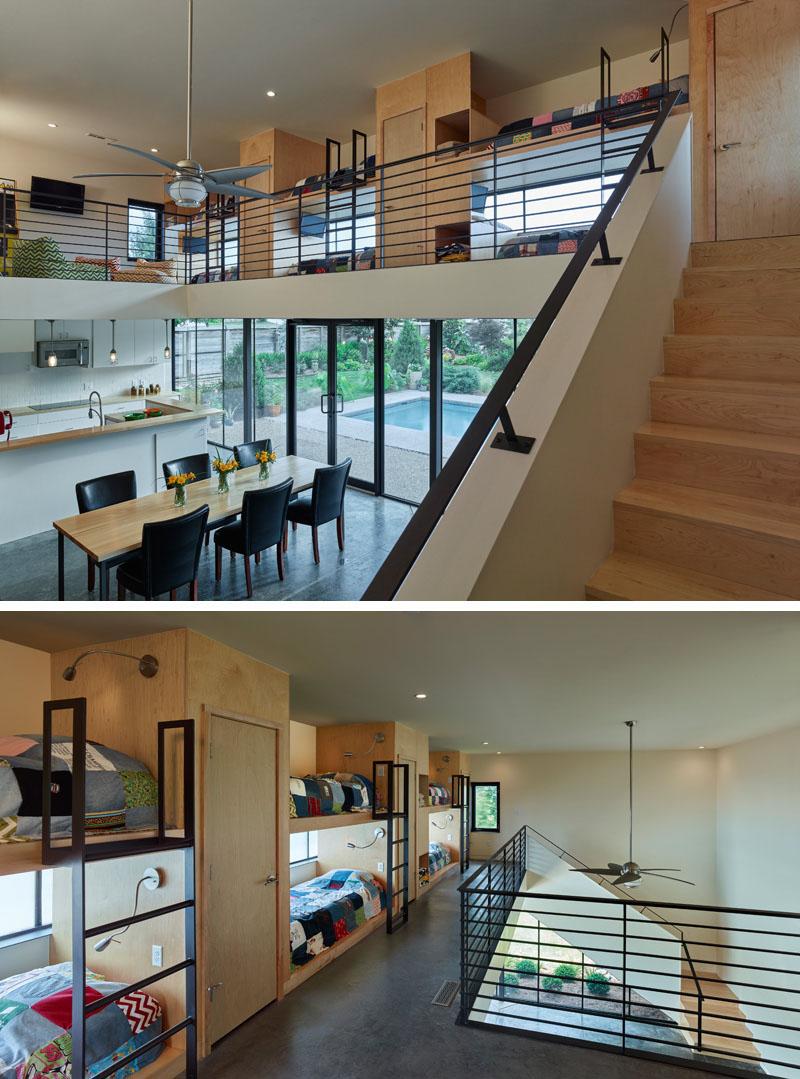 Дизайн интерьера большой спальни: кровати на втором этаже