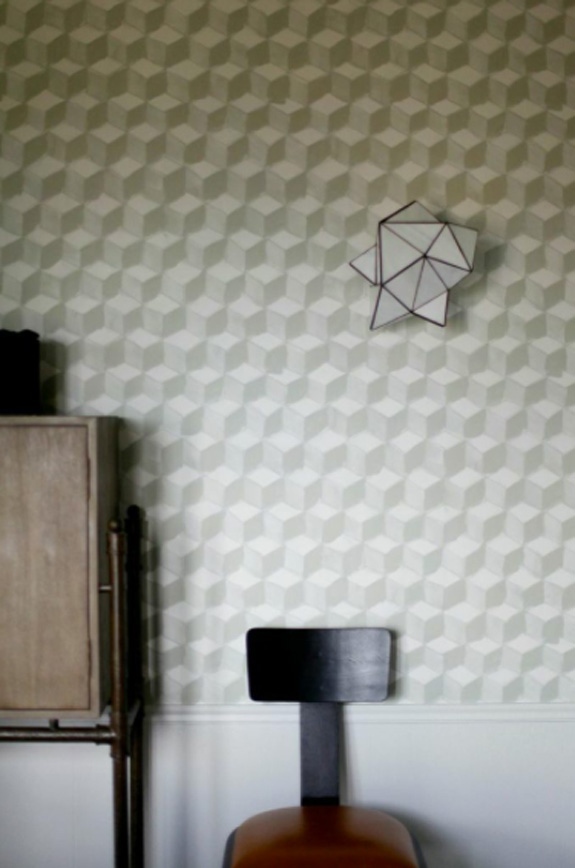 Дизайн интерьера в стиле минимализм: дизайнерское бра на стене