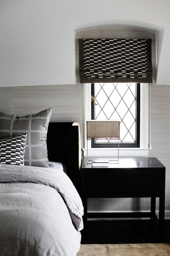 Дизайн интерьера в стиле минимализм: геометрический орнамент на текстиле