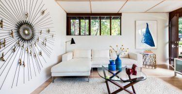 Дизайн интерьера большой гостиной в светлых тонах