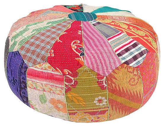 Яркий пуфик из лоскутов ткани в индийском стиле