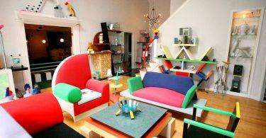 Дизайн мебели в стиле Мемфис в интерьере комнаты
