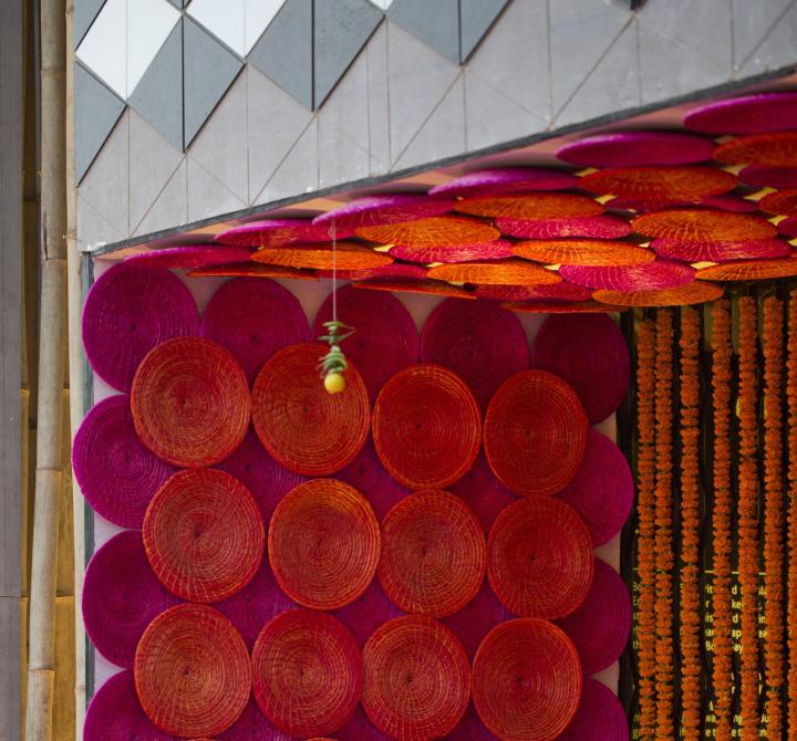 Оригинальный декор на стенах в дизайне павильона