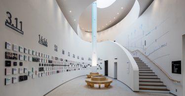 Минималистский дизайн выставочного пространства в пожарном депо