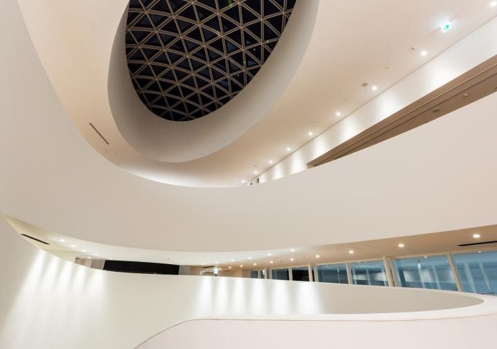 Точечные светильники в дизайне выставочного пространства