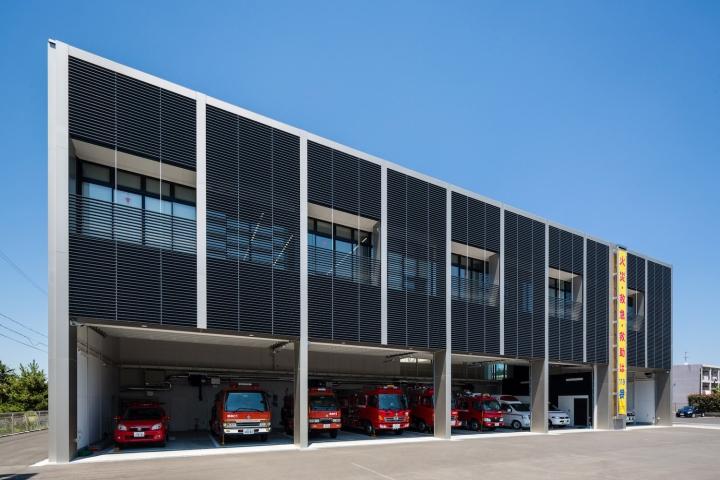 Минималистский дизайн фасада выставочного пространства - Фото 2