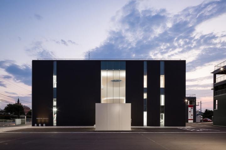 Минималистский дизайн фасада выставочного пространства - Фото 6