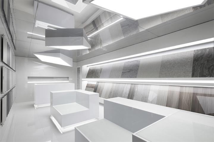 Дизайн выставочного центра в белом цвете