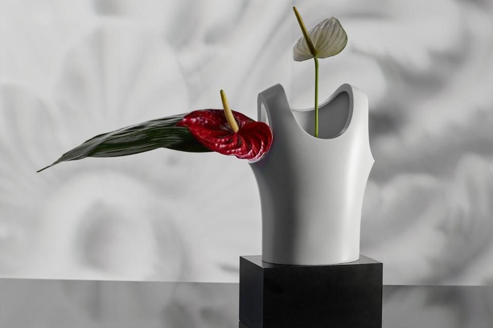 Стефано Джованнони: ваза в виде майки