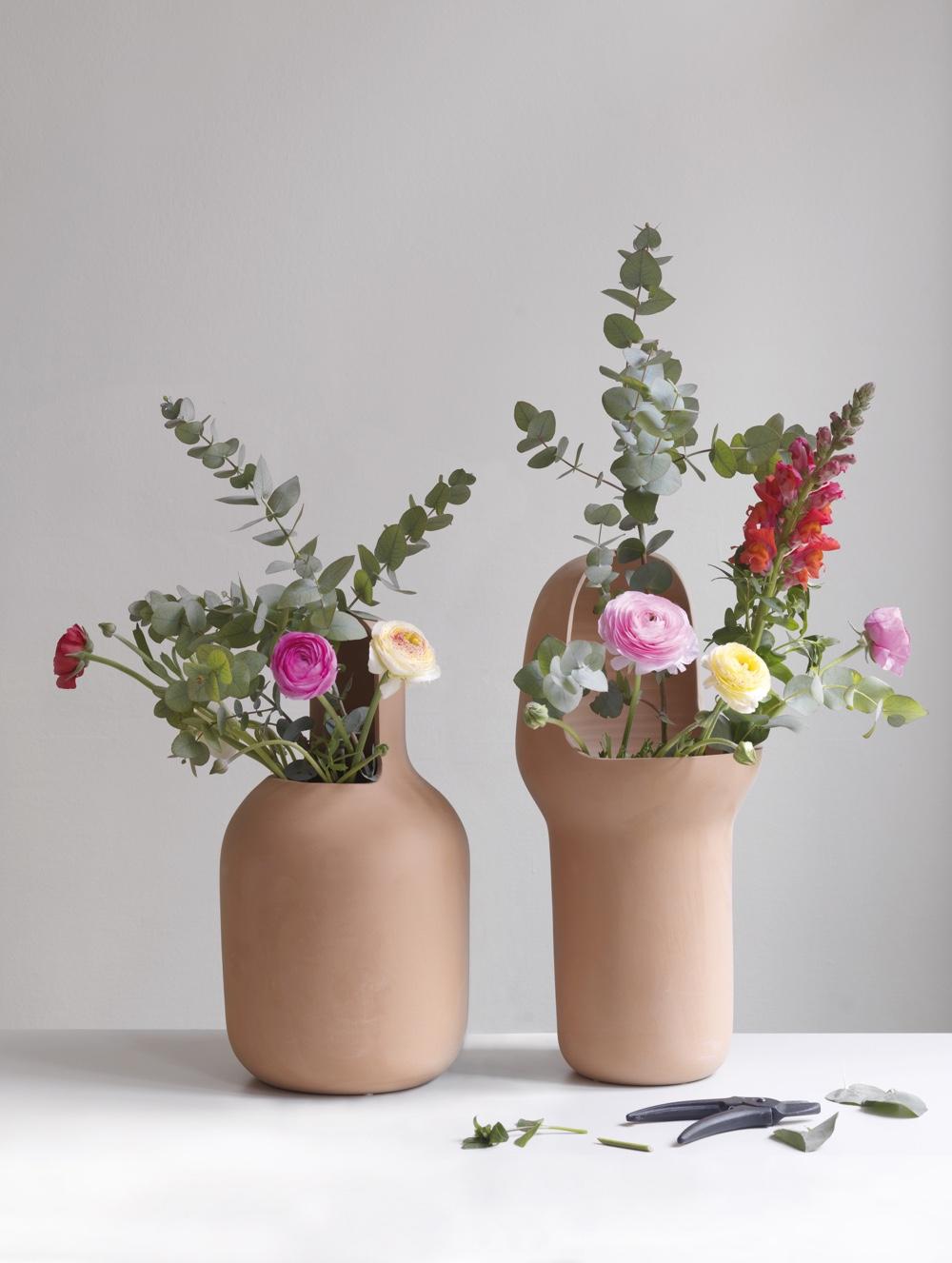 Jaime Hayon - коллекция Gardenias для улицы. Вазы