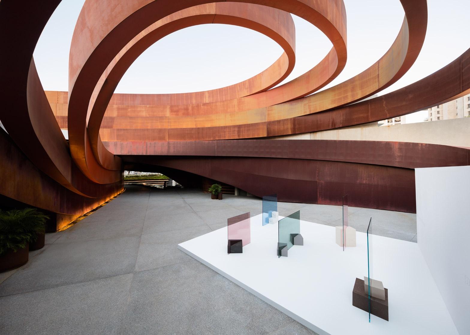 Музей работ Оки Сато - музей дизайна в Холоне