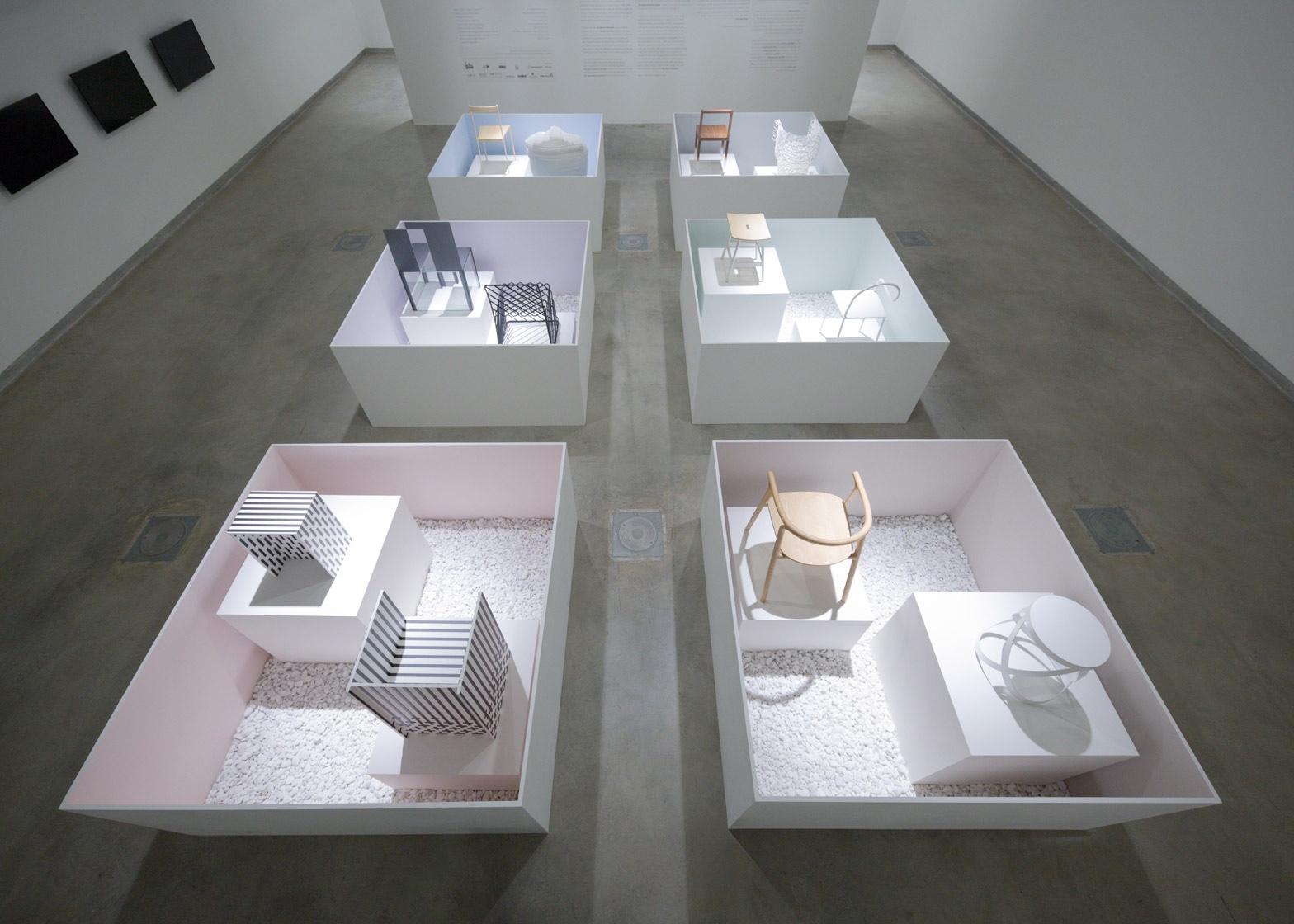 Музей работ Оки Сато - коллекция стульев