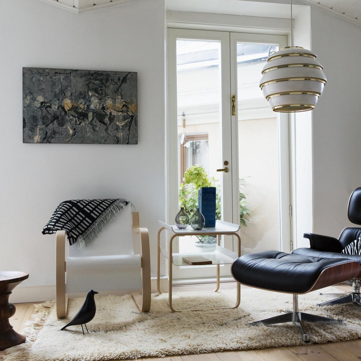 Дизайнер с мировым именем Алвар Аалто - кресло 42, столик 915 и люстра A331