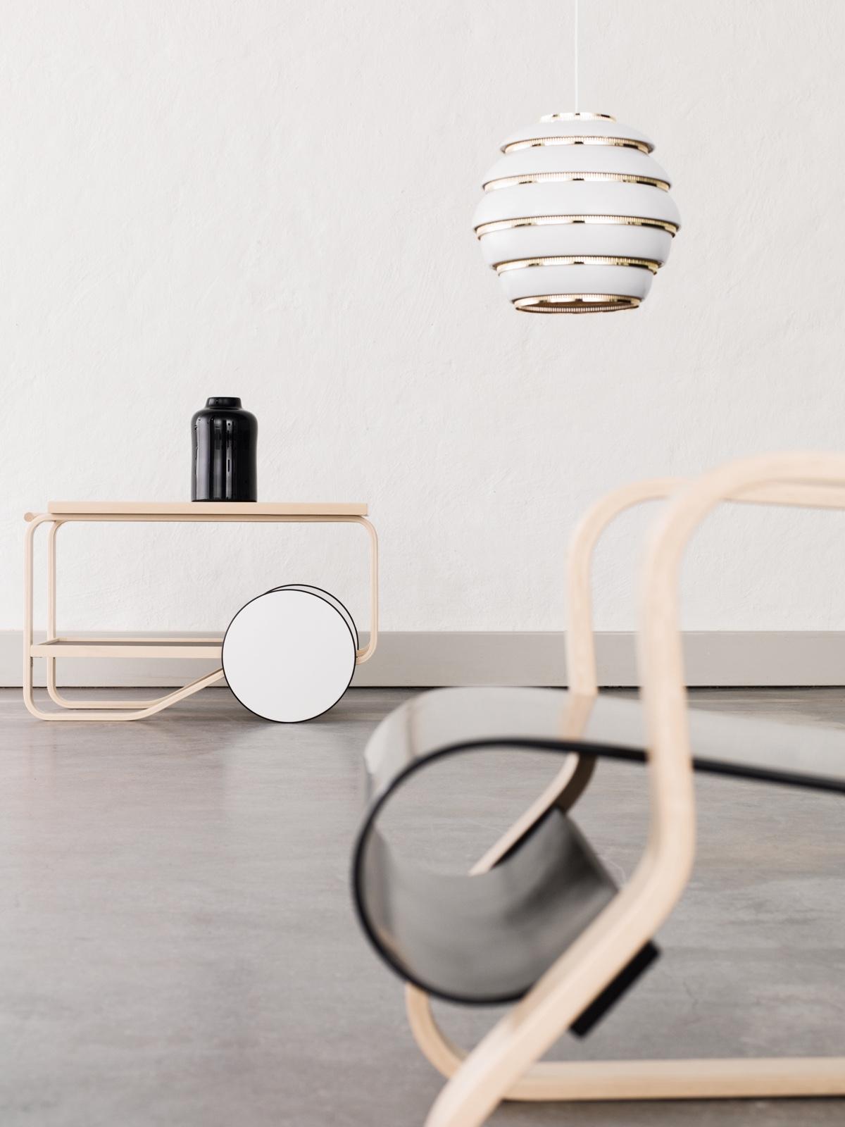 Дизайнер с мировым именем Алвар Аалто - кофейный столик 901 и кресло 41