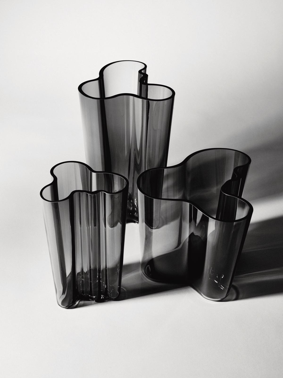 Дизайнер с мировым именем Алвар Аалто - вазы в сером цвете