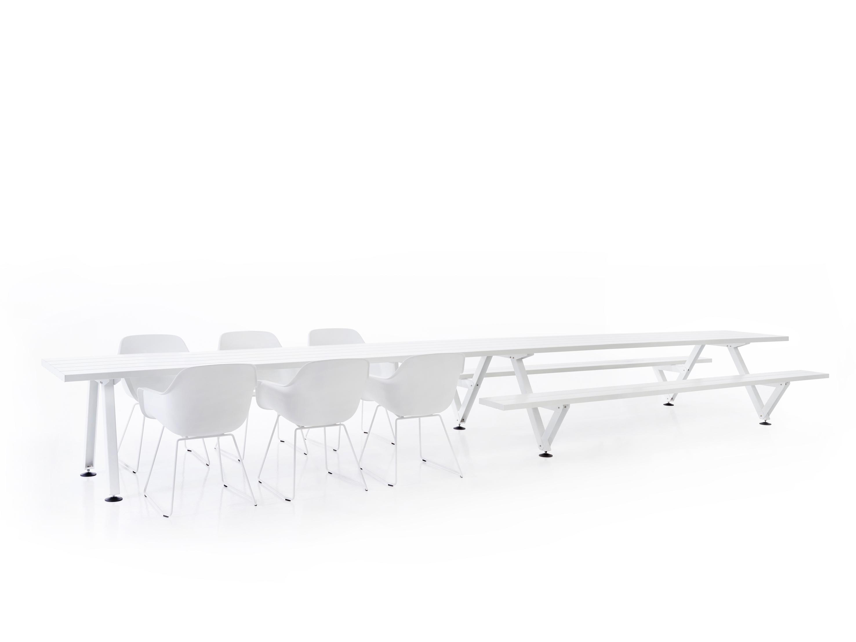 Дизайнерская мебель для офиса - белый стол и скамьи. Фото 2