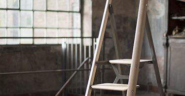 Элегантная стремянка Tenzing Ladder от Fritz Specht и Freshome on Yanko Design как украшение интерьера