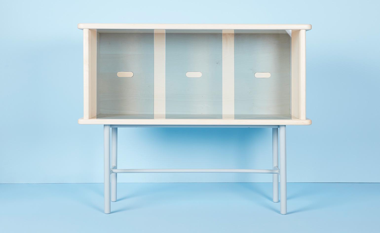 Работа дизайнерского дуэта: столик-бар