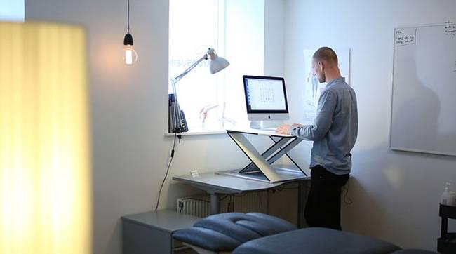 Дизайнерский рабочий стол дома
