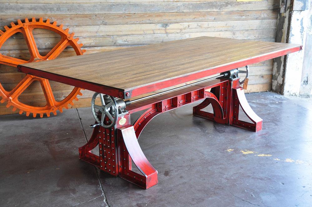Дизайнерский стол в красном цвете с металлическим каркасом - Фото 2