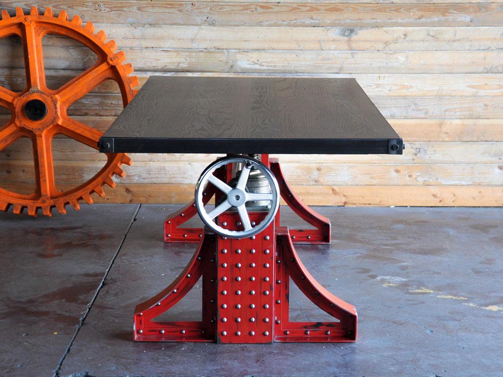 Дизайнерский стол в красном цвете с металлическим каркасом - Фото 3