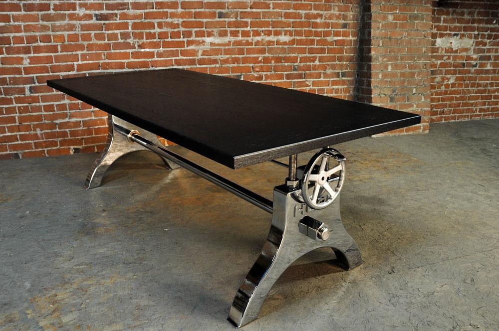 Дизайнерский стол в чёрном цвете со тёмной деревянной столешницей - Фото 1