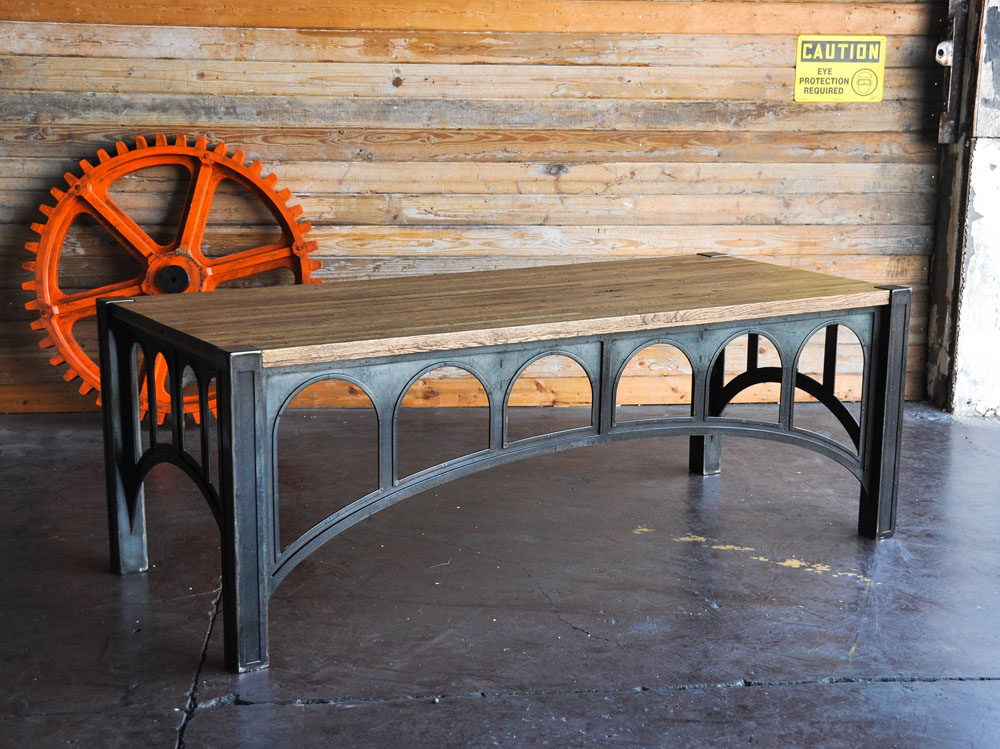 Дизайнерский стол с каркасом в виде арок