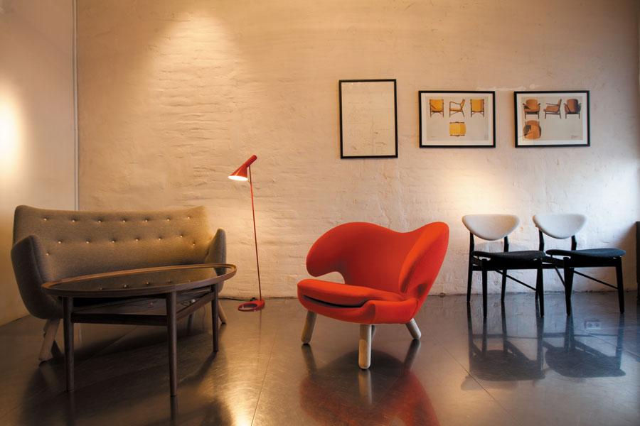 Стулья 40-х годов от дизайнера Финна Юля