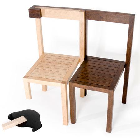 Дизайнерские стулья из светлого и тёмного дерева