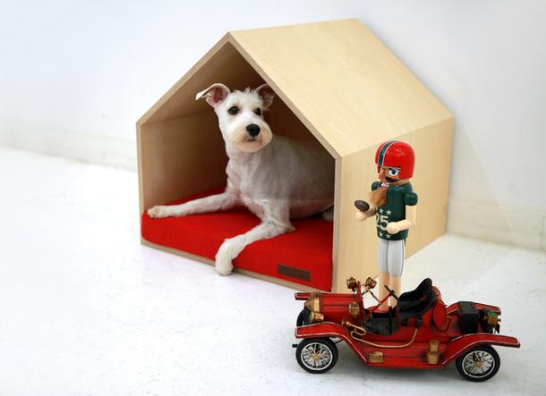 Деревянный домик для собак