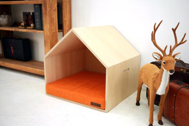 Домик из дерева для собак