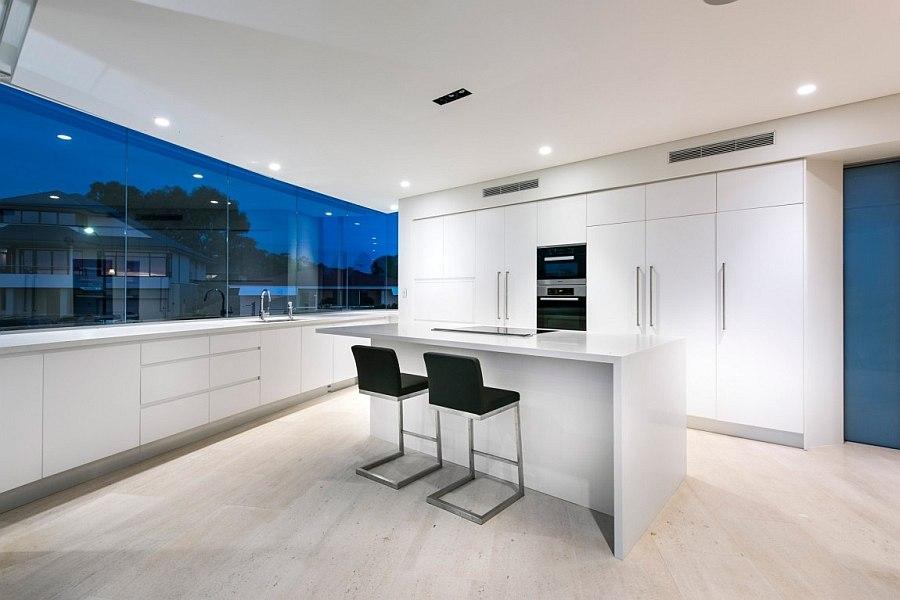 Барная зона в на кухне пляжного дома Down Under