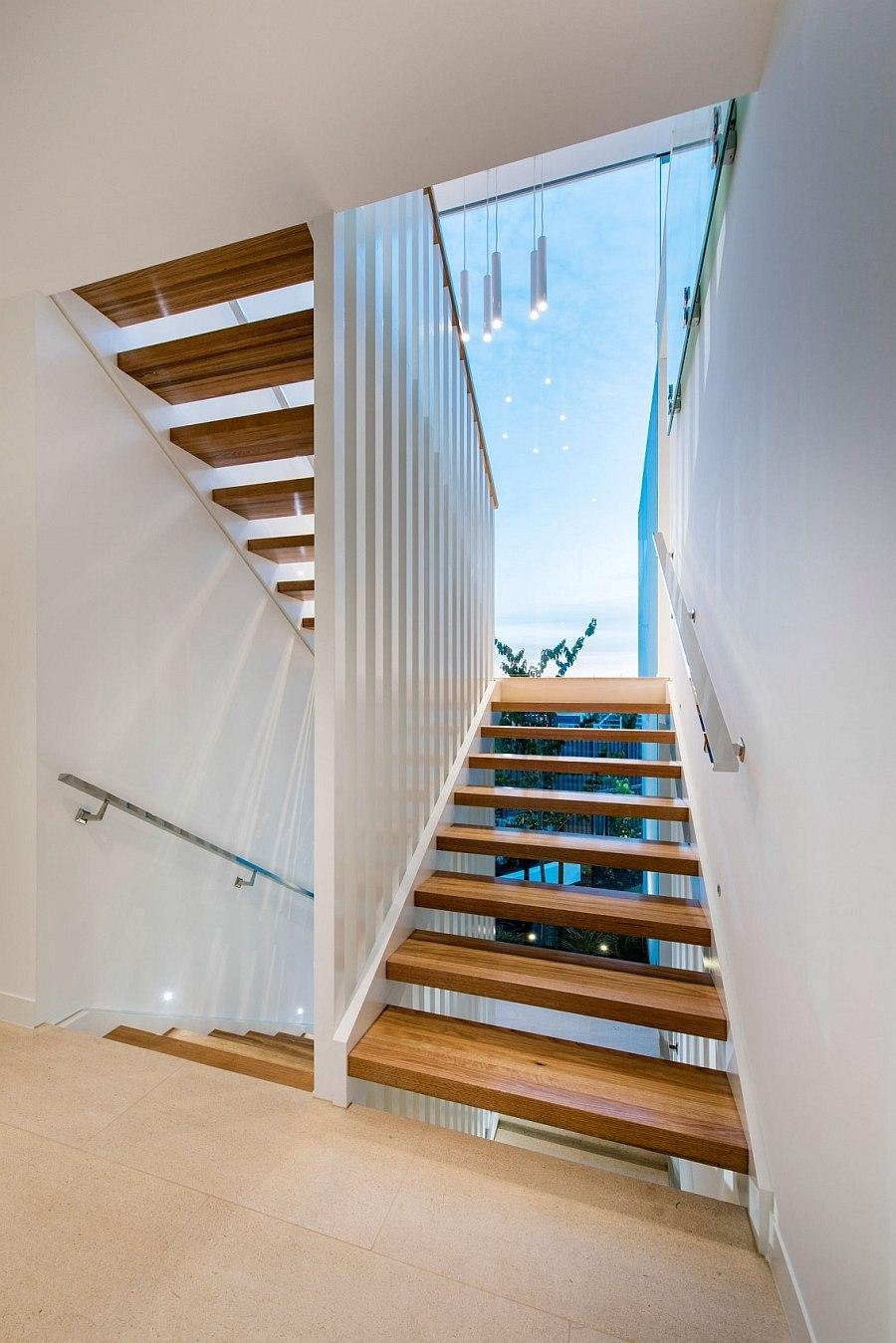 Удобная деревянная лестница на второй этаж Down Under